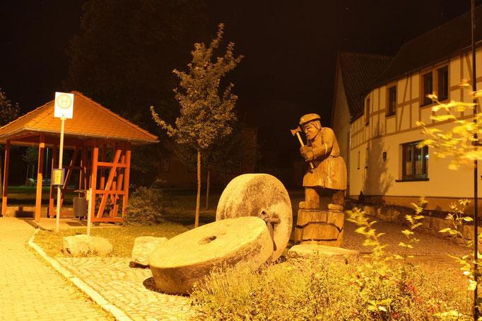 """Der Mühlsteinhauer an der """"Alten Mühle"""""""