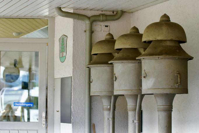 Glocken am Bahnhof Bauma