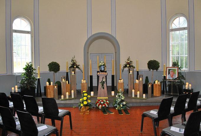 Abschiednahme an der Urne auf dem Waldfriedhof Eberswalde