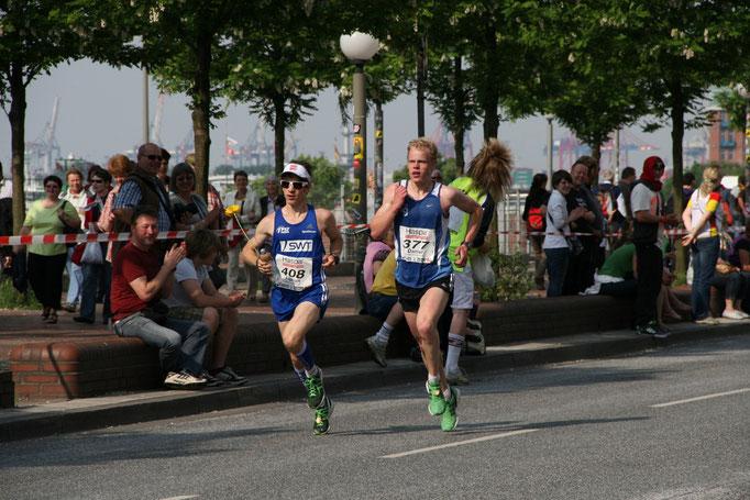 Deutsche Marathonmeisterschaften in Hamburg (2011): LGV Neuzugang Daniel Schmidt (rechts) neben Florian Neuschwander (damals noch PST Trier)