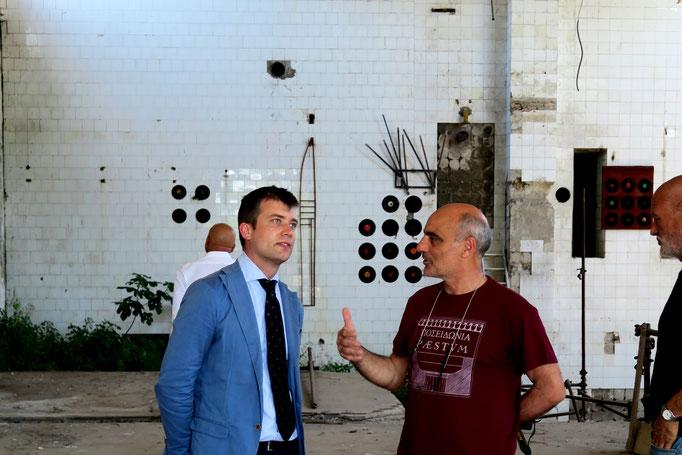 IL dr. del Parco Archeologico Gabriel Zuchtriegel e Enzo Cursaro all'interno della Ex Fabbrica CIRIO di Paestum - 2016