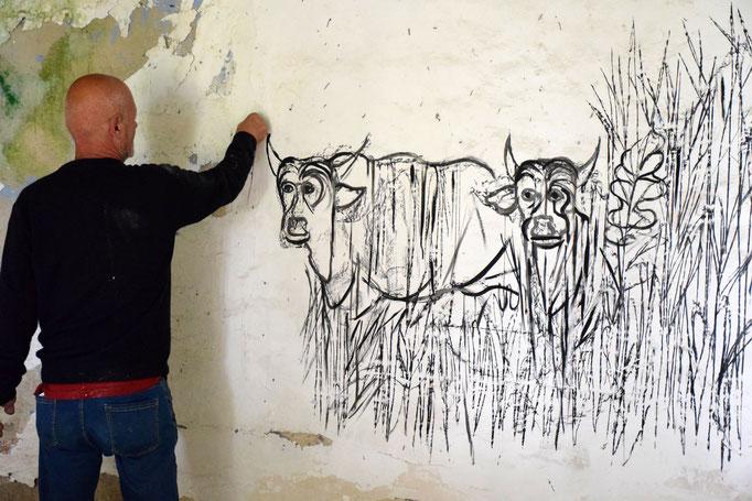 """Sergio Vecchio dipinge """"Le stanze dell'eremita"""" - nella EX Fabbrica CIRIO di Paestum - 2016"""