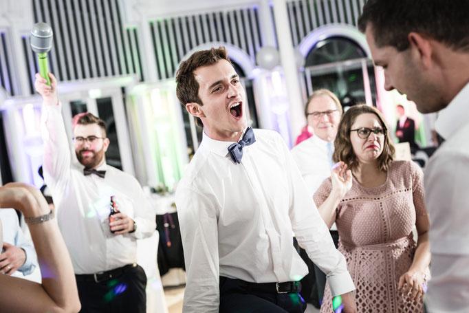 Hochzeitsparty fotografisch begleiten. Team Schnurrbart bleibt bis zum Schluss.
