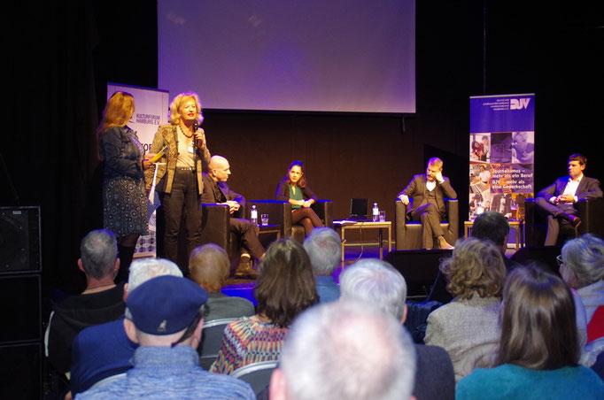 Begrüßung durch Marina Friedt und Cornelie Sonntag-Wolgast, Foto: Günther von der Kammer