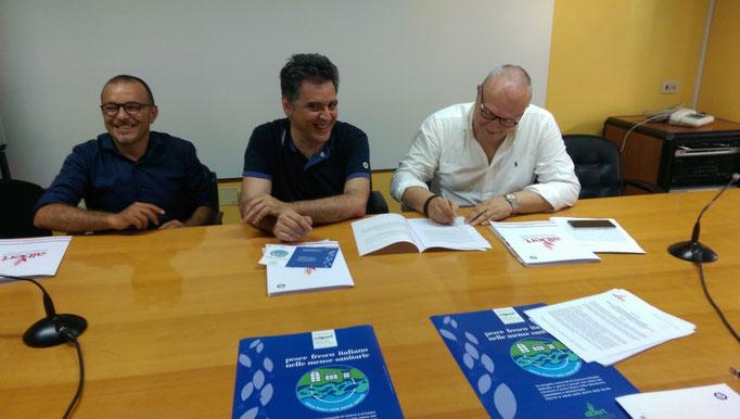 Firma del Protocollo di collaborazione fra Pier Luigi Gigliucci (direttore Sanitario Area Vasta2 di Macerata), Paolo Agostini (Albert Sas) e Simone Musciano (ELIOR Spa) gestore mense ospedaliere Macerata e Chiaravalle