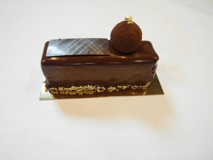 Schokoladenmousse auf Pralinenkrokant