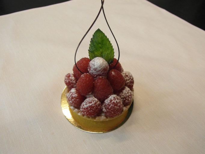 Himbeer Tarte gefüllt mit Diplomat Creme (Früchte Tarte je nach saison)