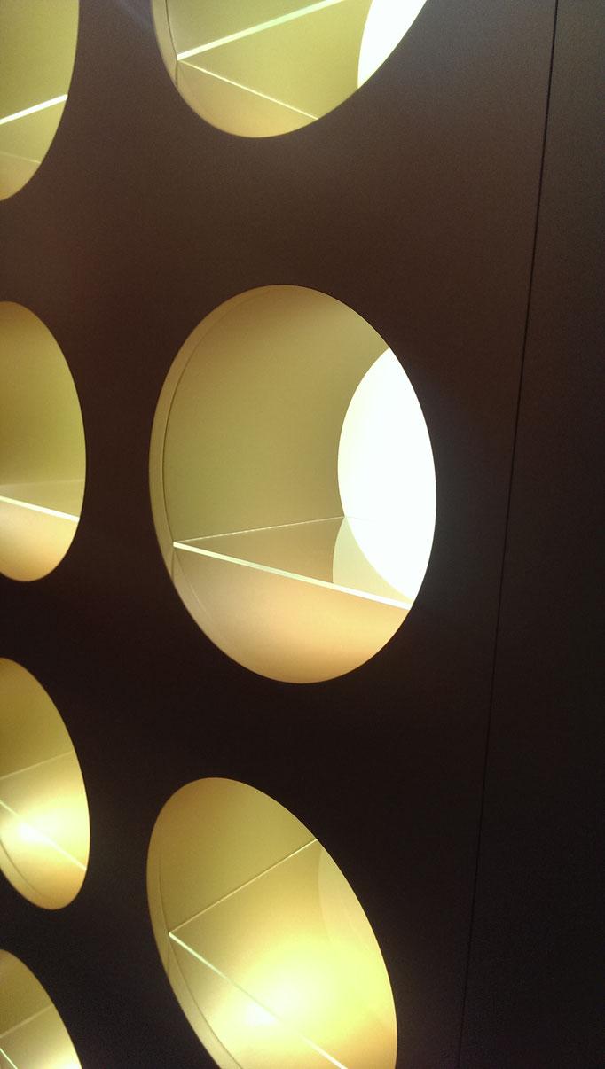 Fachböden in Acrylglas Rückwände in Acrylglas opal hinterleuchtet