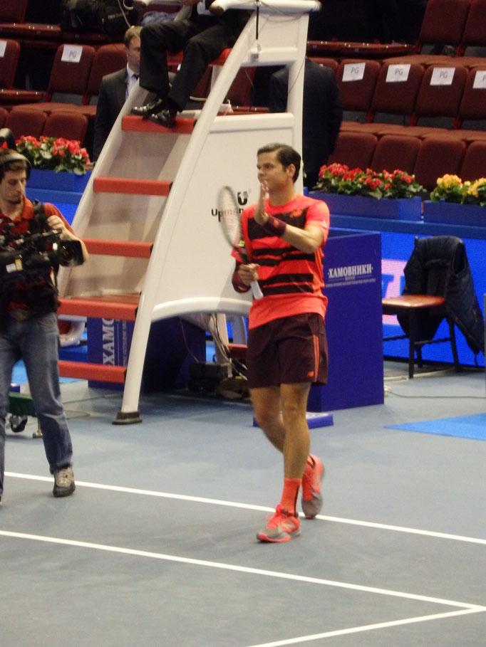 Милош Раонич, последний полуфиналист турнира St. Petersburg Open 2015, благодарит публику