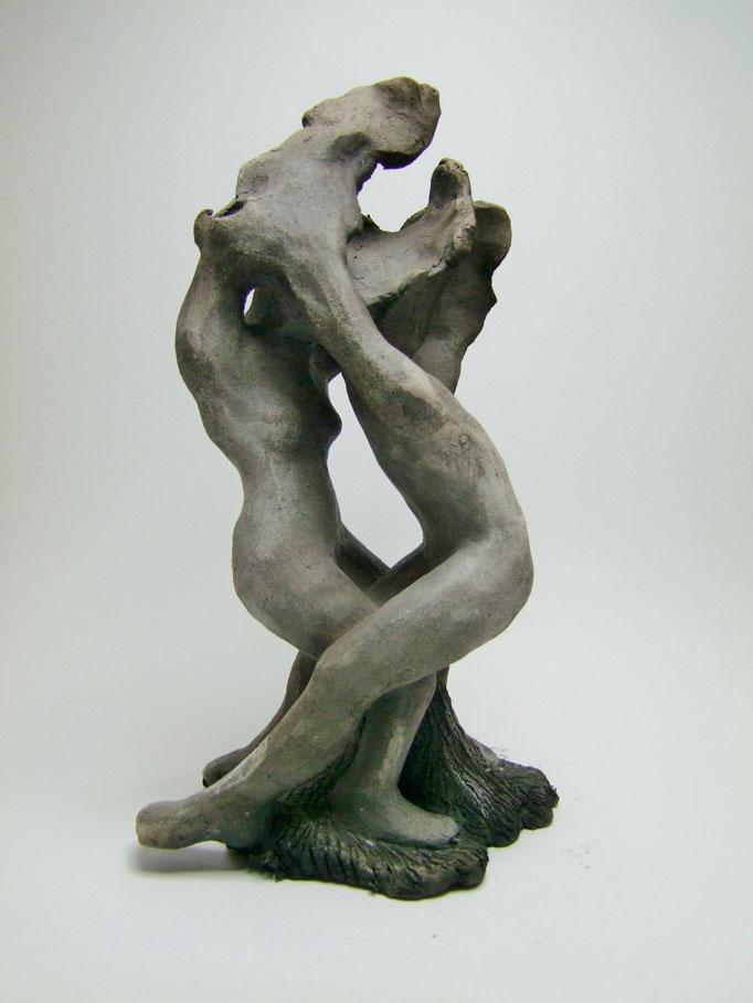 statue couple en fusion de simplement terre