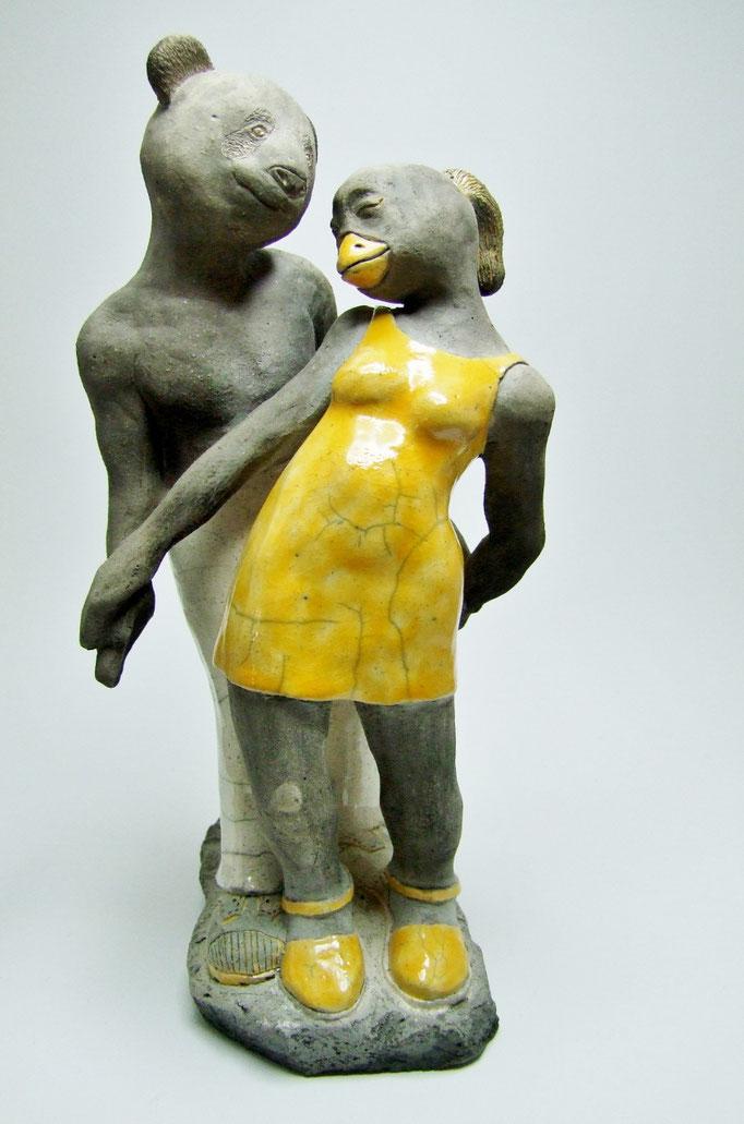 voir la fiche descriptive de statue dans amoureuse de simplement terre