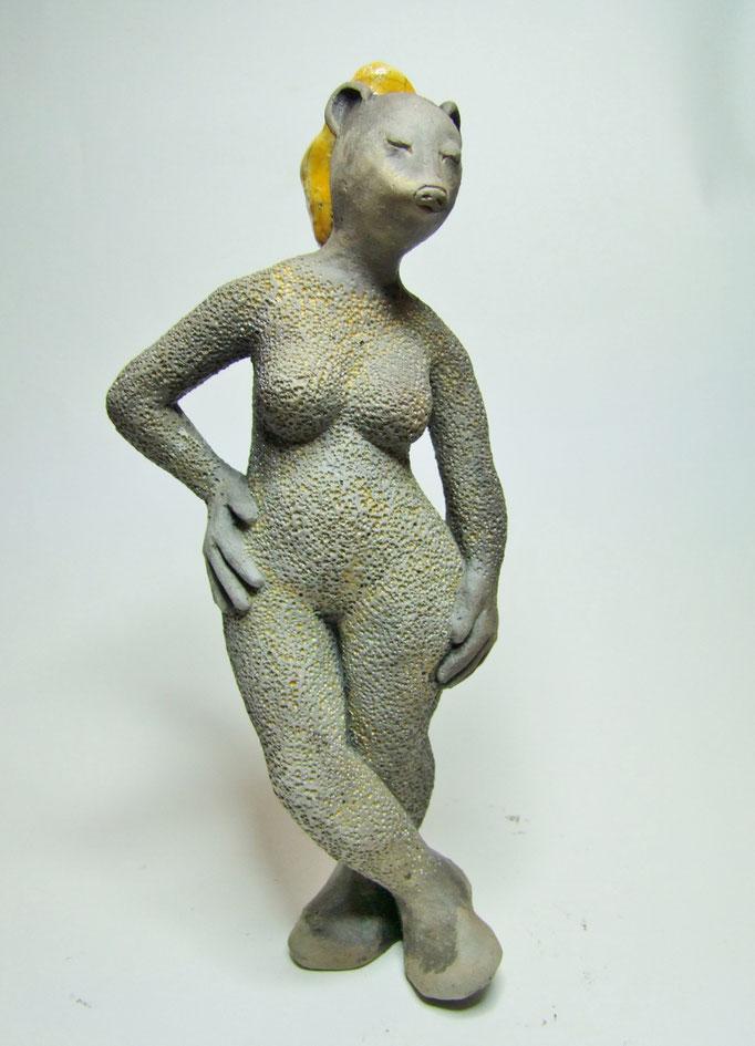 statue herissa de simplement terre