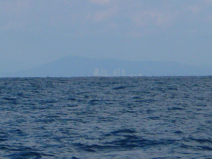 12月25日 釜山の山並み ビルが見えていますか?
