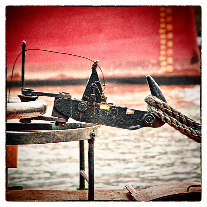 Hafen Impression 9 · 40 x 40 cm · Leinwand auf Keilrahmen: € 150,- ·  Aludibond: € 190,- ·  Acrylglas auf Aludibond: € 240,-