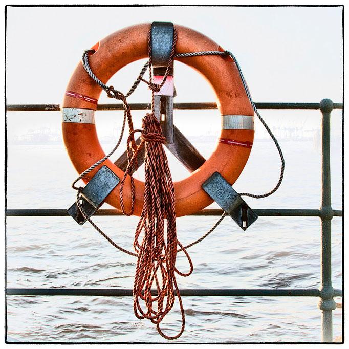 Hafen Impression 60 · 40 x 40 cm · Leinwand auf Keilrahmen: € 150,- ·  Aludibond: € 190,- ·  Acrylglas auf Aludibond: € 240,-