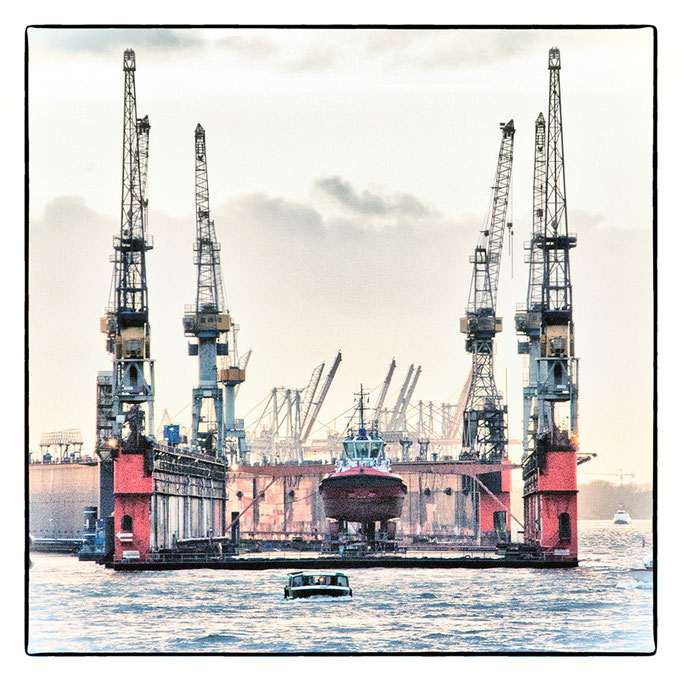 Hafen Impression 10  · 40 x 40 cm · Leinwand auf Keilrahmen: € 150,- ·  Aludibond:  € 190,- ·  Acrylglas auf Aludibond: € 240,-