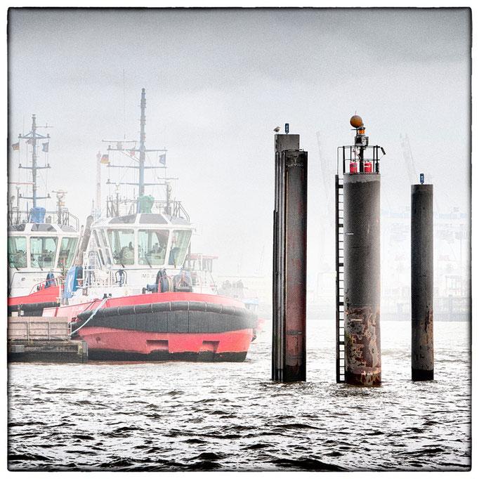 Hafen Impression 65 · 40 x 40 cm · Leinwand auf Keilrahmen: € 150,- ·  Aludibond: € 190,- ·  Acrylglas auf Aludibond: € 240,-