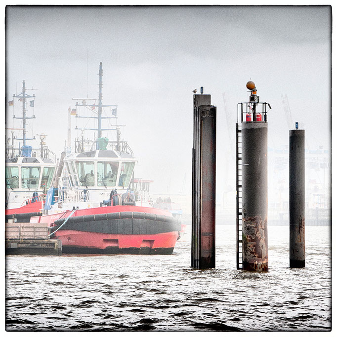 Hafen Impression 65 · 40 x 40 cm · Leinwand auf Keilrahmen: € 320,- ·  Aludibond: € 420,- ·  Acrylglas auf Aludibond: € 530,-