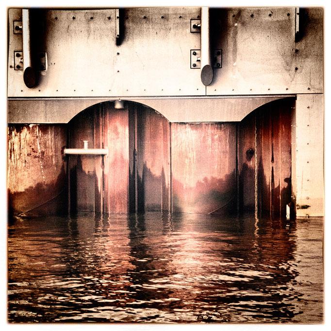 Hafen Impression 79 · 40 x 40 cm · Leinwand auf Keilrahmen: € 150,- ·  Aludibond: € 190,- ·  Acrylglas auf Aludibond: € 240,-