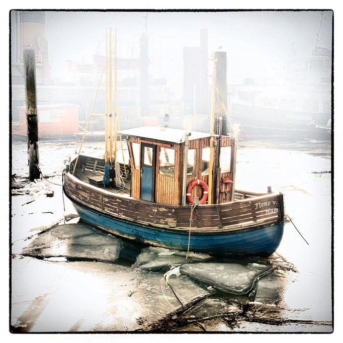 Hafen Impression 55 · 40 x 40 cm · Leinwand auf Keilrahmen: € 150,- ·  Aludibond: € 190,- ·  Acrylglas auf Aludibond: € 240,-