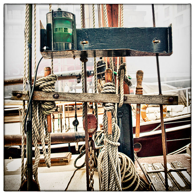 Hafen Impression 50 · 40 x 40 cm · Leinwand auf Keilrahmen: € 150,- ·  Aludibond: € 190,- ·  Acrylglas auf Aludibond: € 240,-