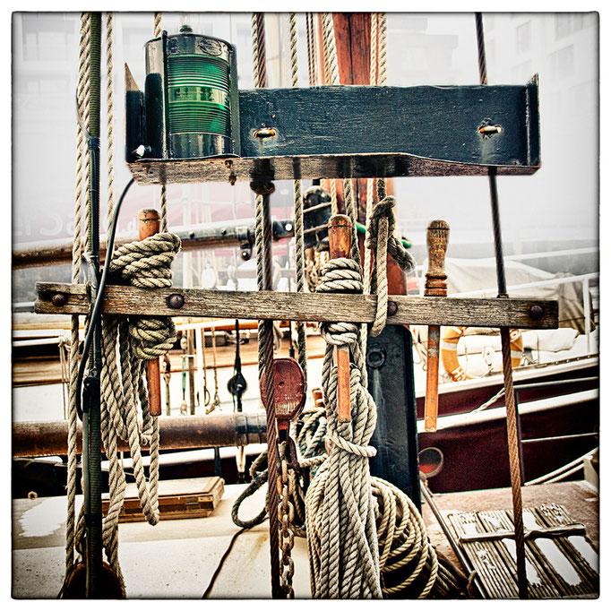 Hafen Impression 50 · 40 x 40 cm · Leinwand auf Keilrahmen: € 320,- ·  Aludibond: € 420,- ·  Acrylglas auf Aludibond: € 530,-