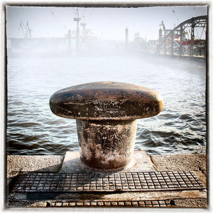 Hafen Impression 2 · 40 x 40 cm · Leinwand auf Keilrahmen: € 150,- ·  Aludibond: € 190,- ·  Acrylglas auf Aludibond: € 240,-