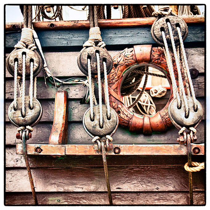 Hafen Impression 58 · 40 x 40 cm · Leinwand auf Keilrahmen: € 150,- ·  Aludibond: € 190,- ·  Acrylglas auf Aludibond: € 240,-