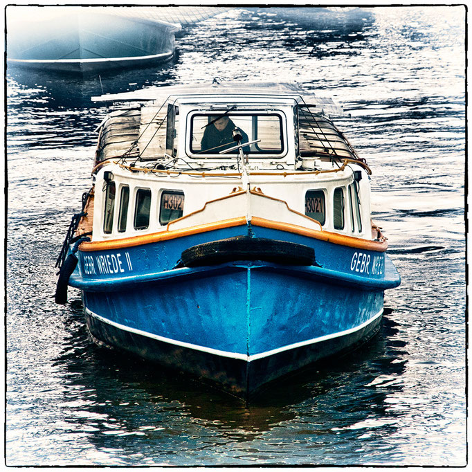 Hafen Impression 8 · 40 x 40 cm · Leinwand auf Keilrahmen: € 150,- ·  Aludibond: € 190,- ·  Acrylglas auf Aludibond: € 240,-
