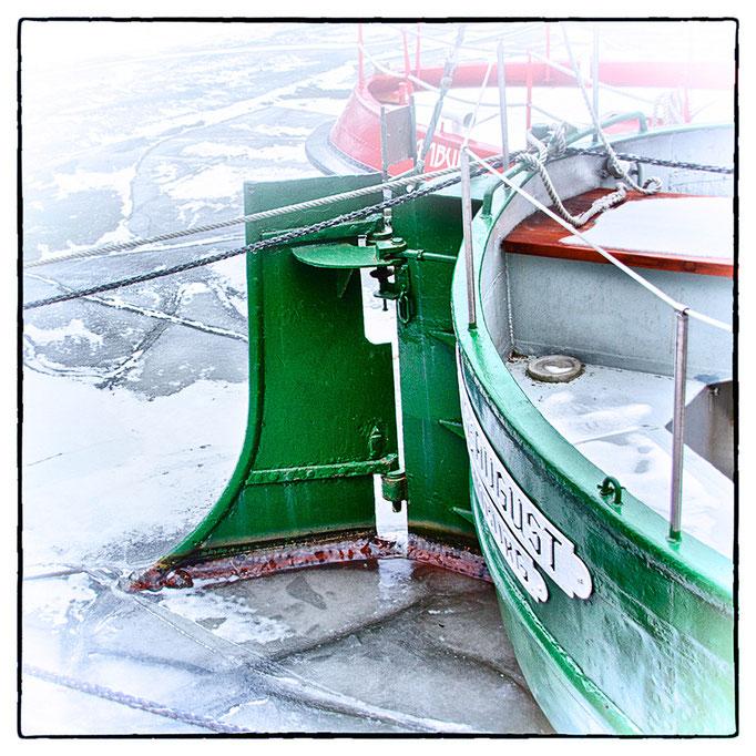 Hafen Impression 32 · 40 x 40 cm · Leinwand auf Keilrahmen: € 150,- ·  Aludibond: € 190,- ·  Acrylglas auf Aludibond: € 240,-