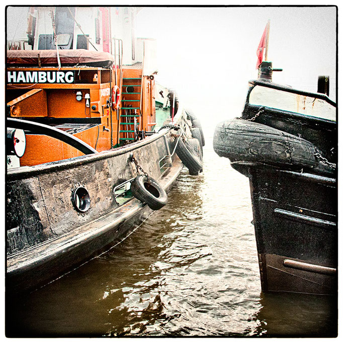 Hafen Impression 63 · 40 x 40 cm · Leinwand auf Keilrahmen: € 150,- ·  Aludibond: € 190,- ·  Acrylglas auf Aludibond: € 240,-