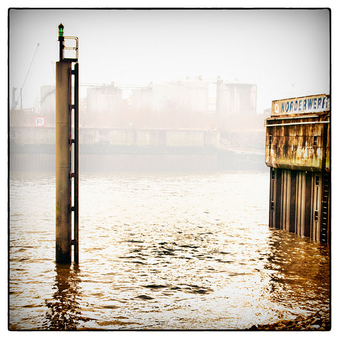 Hafen Impression 28 · 40 x 40 cm · Leinwand auf Keilrahmen: € 150,- ·  Aludibond: € 190,- ·  Acrylglas auf Aludibond: € 240,-