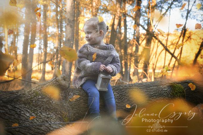 Kinderfotos draußen – Juliane Czysty, Fotografin in der Nähe von Rotenburg