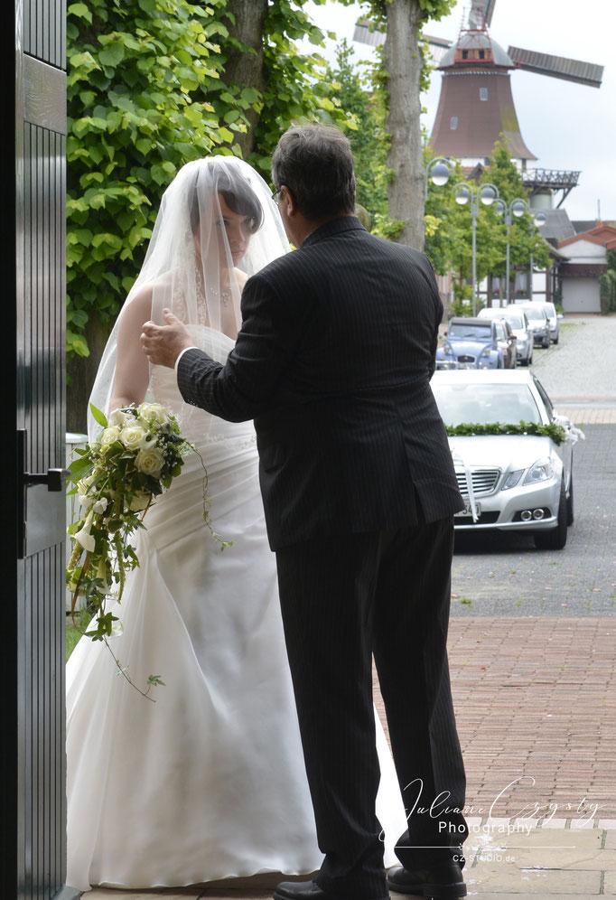 Hochzeits-Shooting draußen – Juliane Czysty, Fotografin in Visselhövede bei Rotenburg