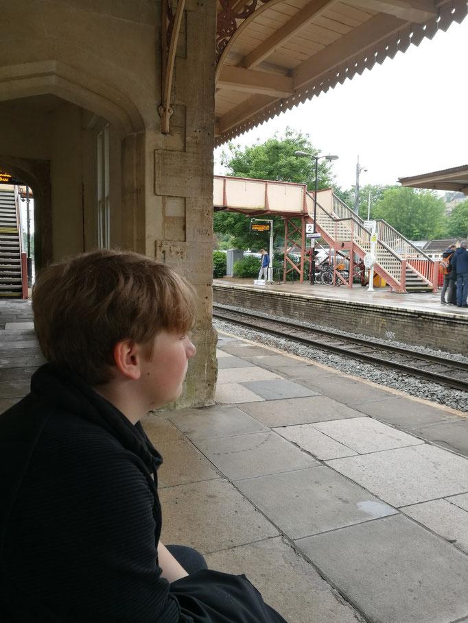 Warten auf den Zug nach Bath