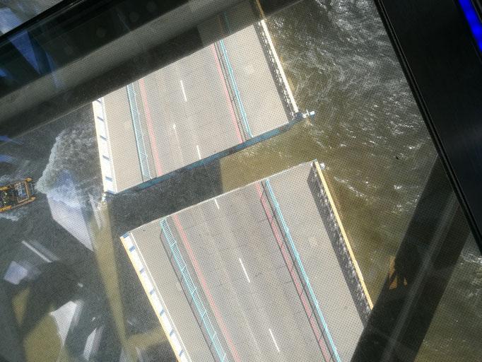 Spannender Moment: die Brücke öffnet sich