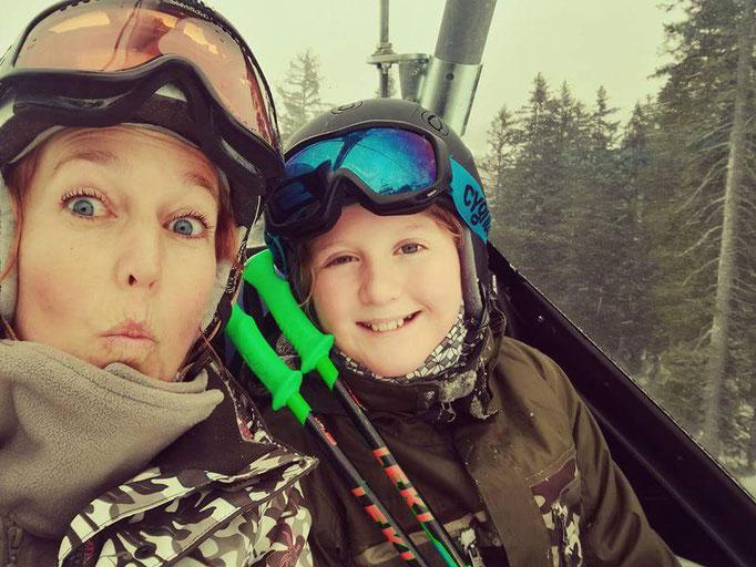 Blödelei im Skilift