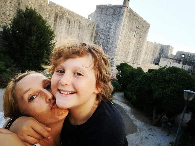Glückliches Kind in Dubrovnik