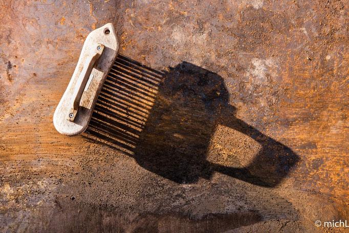 La brosse métallique, une de mes meilleures alliées, car embellie et respecte la rouille !   © Michel LAURENT (MichL)