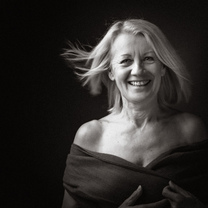 Sensual Portrait tolle schwarz weiß Portraits fotografiert von Das Fotoatelier Regensburg - Fotograf Regensburg
