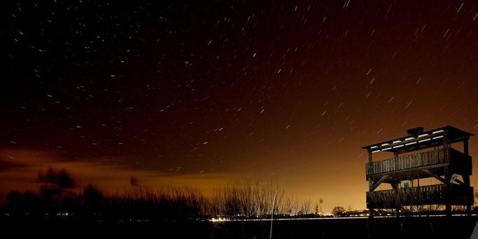 Beobachtungsturm bei Nacht
