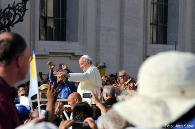 Papst Franziskus auf dem Petersplatz