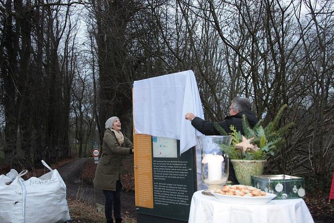 Enthüllung Erinnerungs-Stele Kinderrepublik Seekamp 14.12.18  Foto: Gabi Rennert