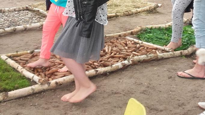 Fühl doch mal deine Füße. Kreativ die Sinne trainieren
