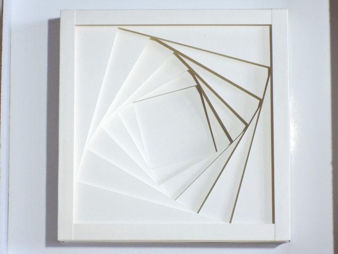 Dreh Q - 2015 - 15 x 15 cm / PAPIER-art ART-papier, Papierbild aus einzelnen Papierschichten, weiß, Harald Metzler, Mattsee, Österreich