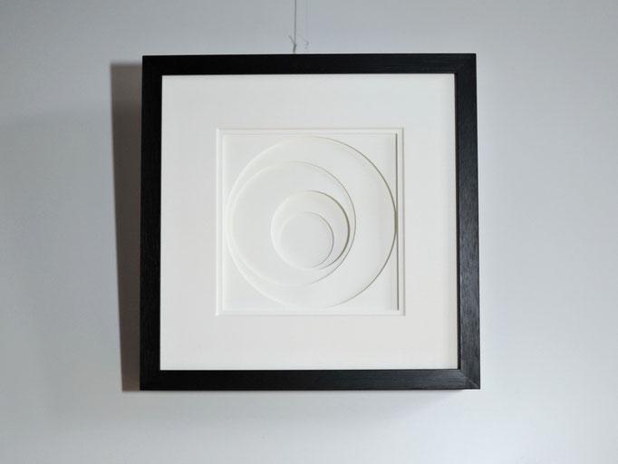 Kreise - 2015  - 22 x 22 cm / PAPIER-art ART-papier, Papierbild aus einzelnen Papierschichten, weiß, Harald Metzler, Mattsee, Österreich
