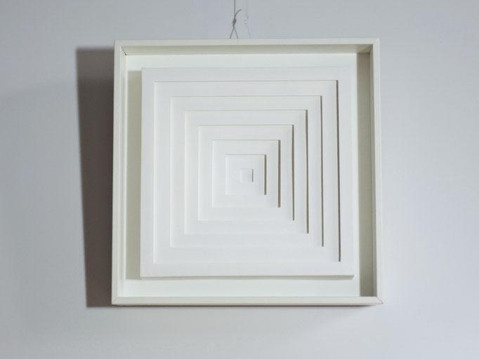 Square - 2015 - 18 x 18 cm / PAPIER-art ART-papier, Papierbild aus einzelnen Papierschichten, weiß, Harald Metzler, Mattsee, Österreich