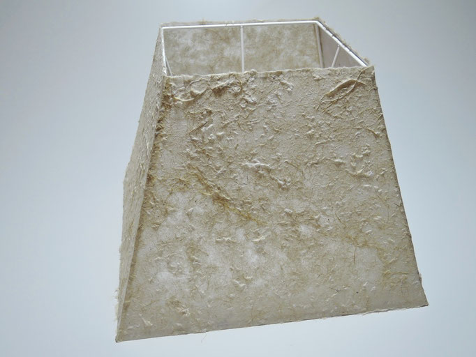 PAPIER-art ART-papier, Lampenschirm aus Papier, Zellstoffaser Kozo 30-18 x 30-18 / h 22 cm, Mattsee, Österreich
