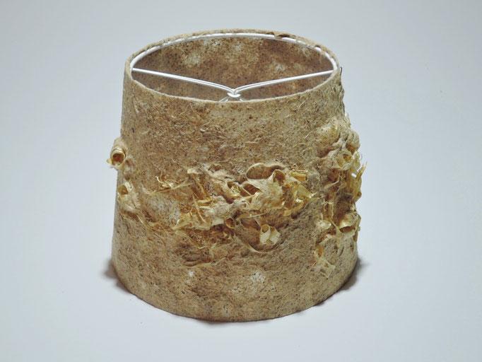 PAPIER-art ART-papier, Lampenschirm aus Papier, Zellstoffaser Glyzinie mit Hobelspänen 18-14 / h 14 cm, Mattsee, Österreich