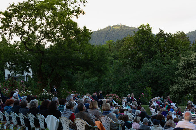 The Audience, Mountain Merkur in the Background; Photo by Natalie Dautel